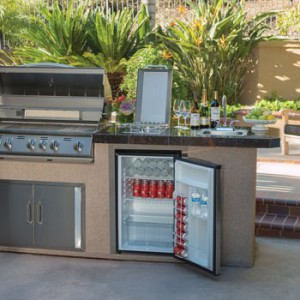 3 good things to know about outdoor refrigerators for Outdoor kitchen refrigerators built in